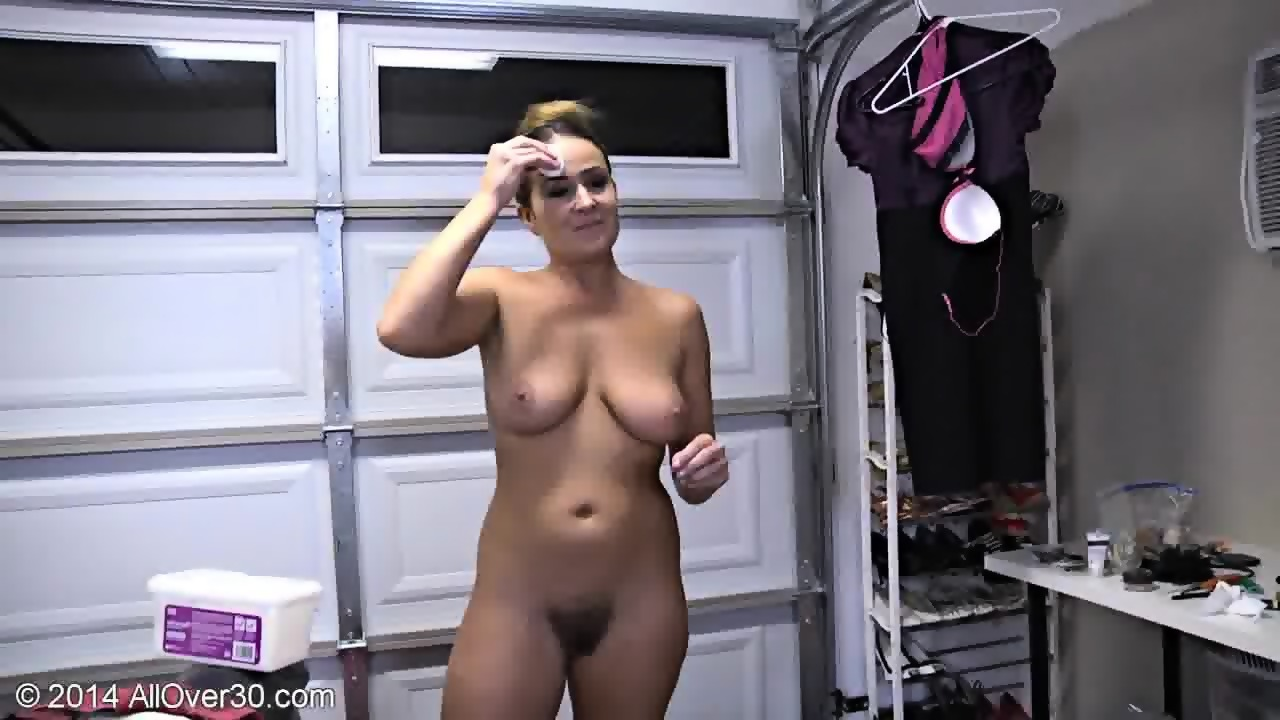 Naked Mommy Shows Her Body Scene 5