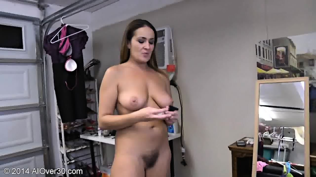 Attractive Mommy Naked Pics HD