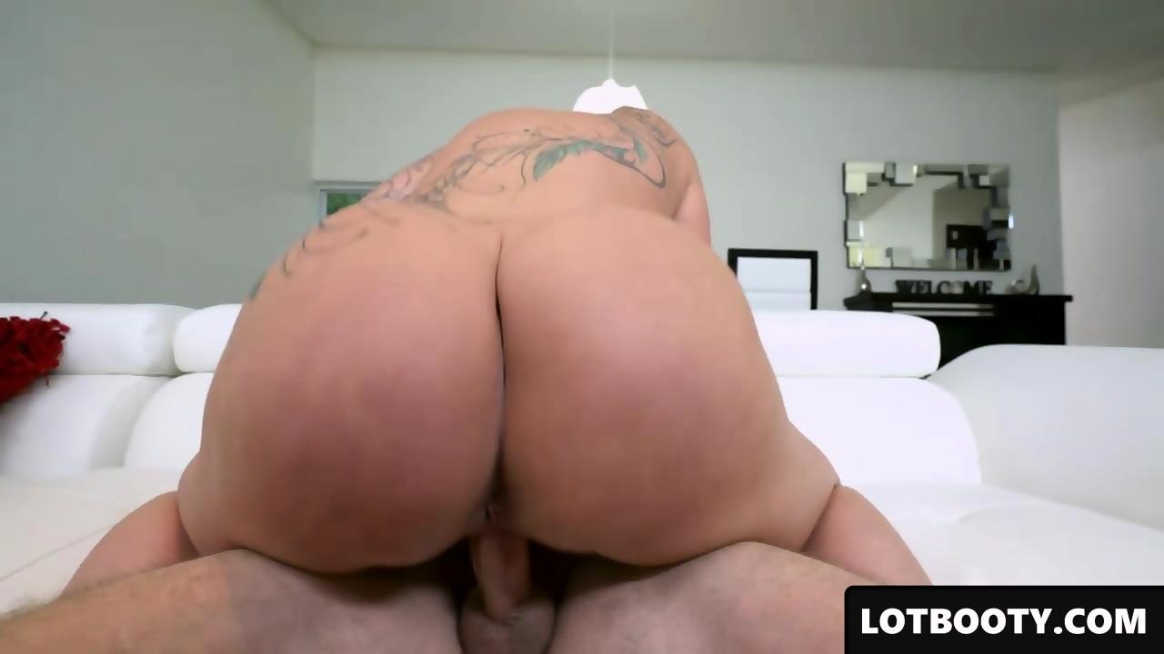 sitting face Huge ass
