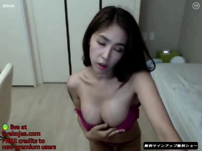 Nice big boobs milf in webcamera