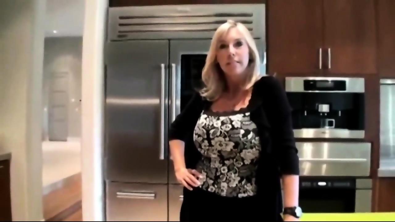 Curvy Blonde Big Tits Mom