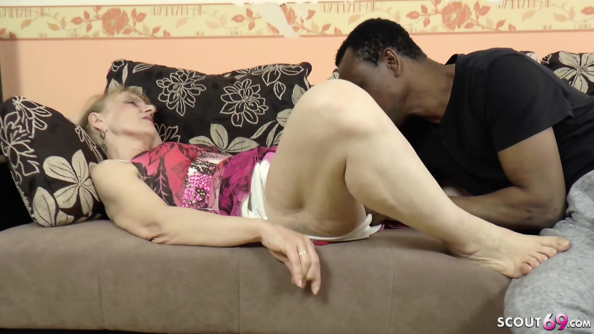 HUGE DICK BLACK REFUGEE SEDUCE GERMAN GRANNY TO FUCK - scene 4