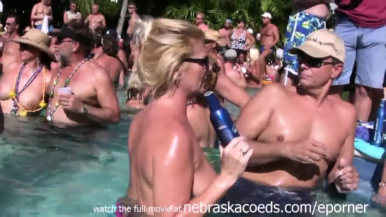 naked pool party vid
