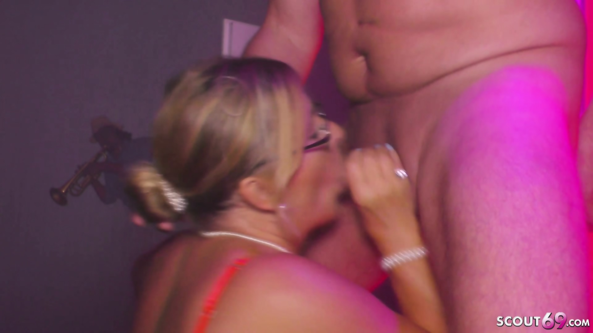 ebony female masturbation to playgirl