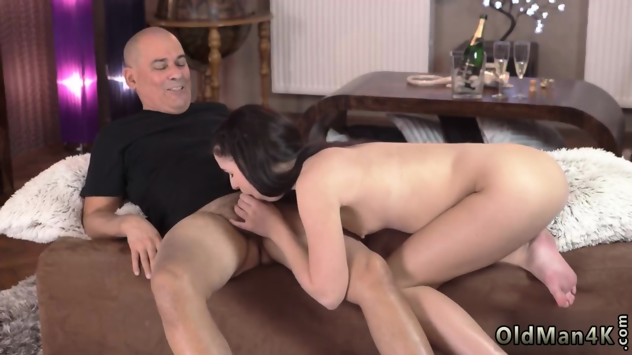 Amateur Girlfriend Loves Anal