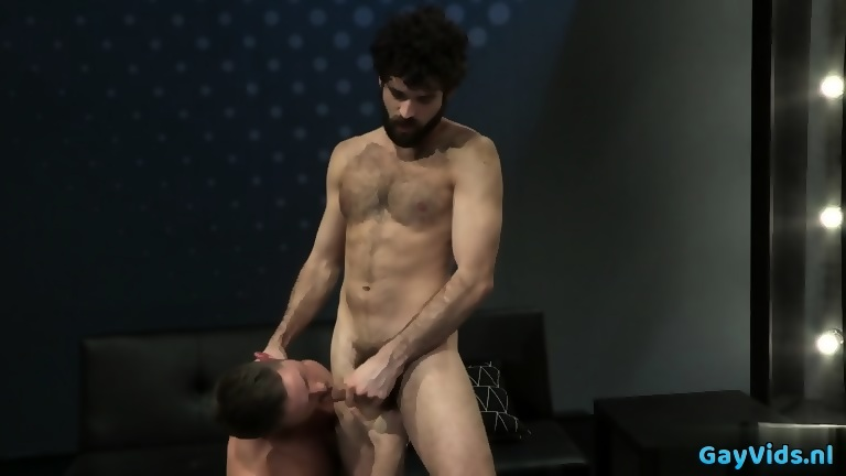 Muscle bear blow job with facial sperm