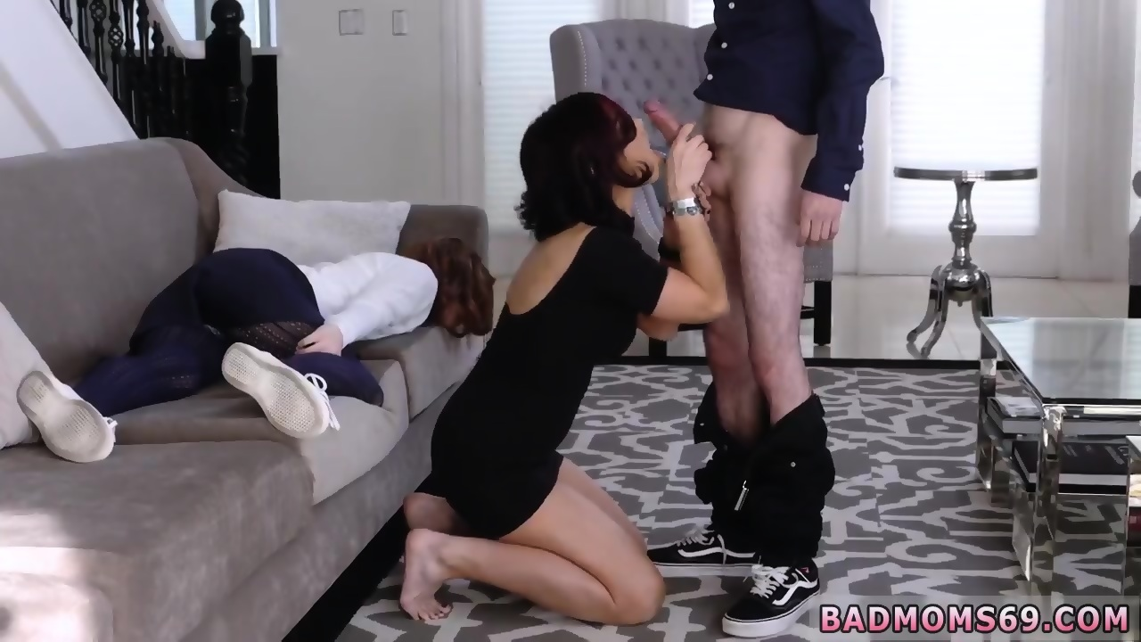 Blowjob while working