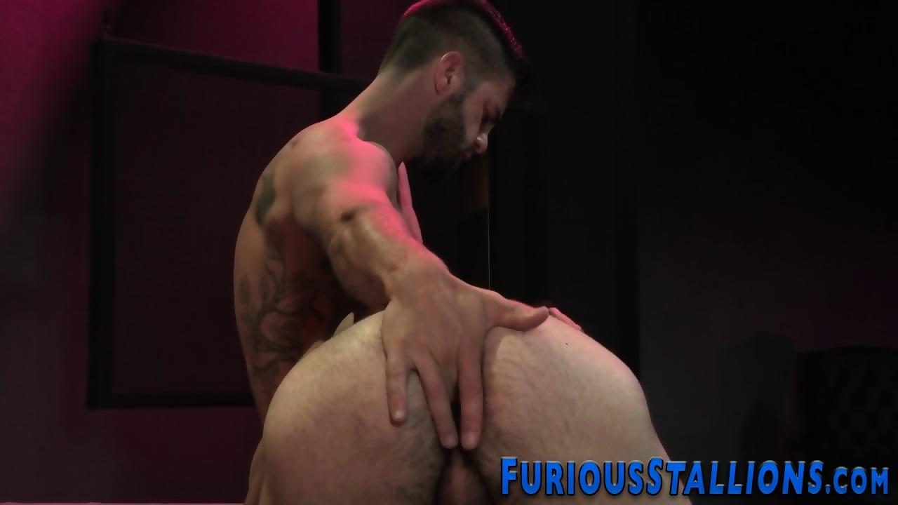 Bathtime pleasure with dildos