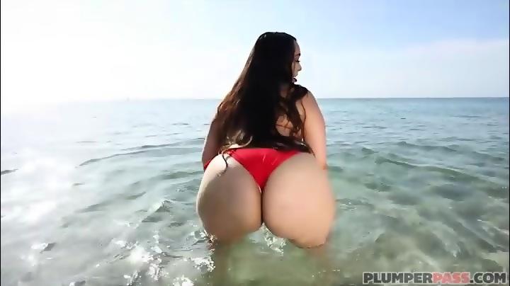 Big booty latina fucks poolside in miami