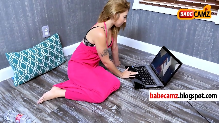 Girl At Computer Watching Porn - A Hot Girl Masturbating on Cam after watching porn ...