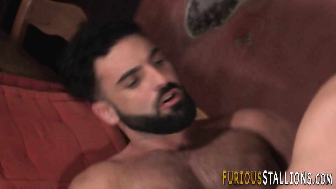 Muscled gay dude jizzing