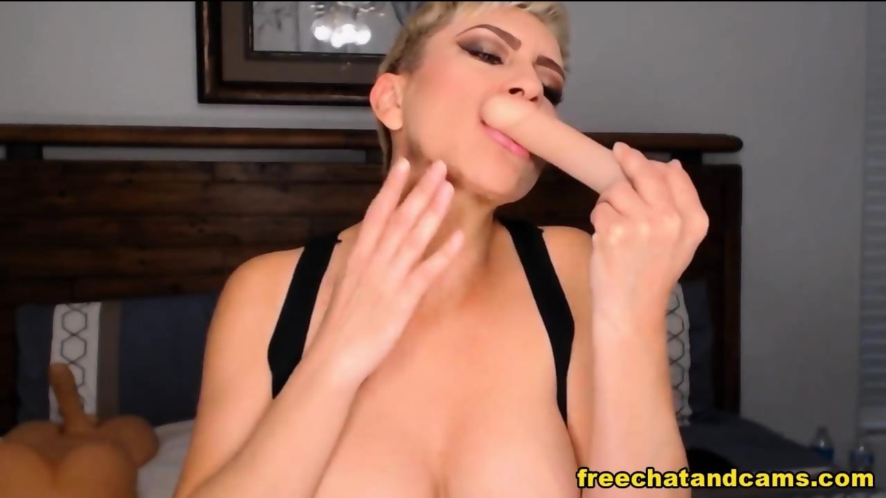Blonde Webcam Hottie