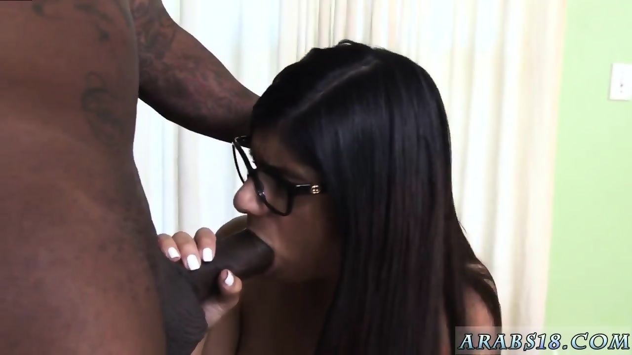 Filling her mouth with piss