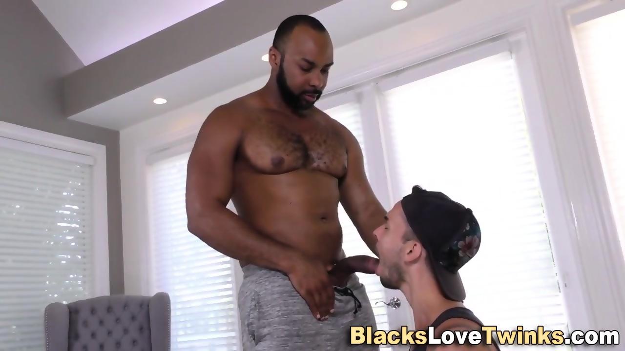 Hunk Sucking Black Dick - scene 4