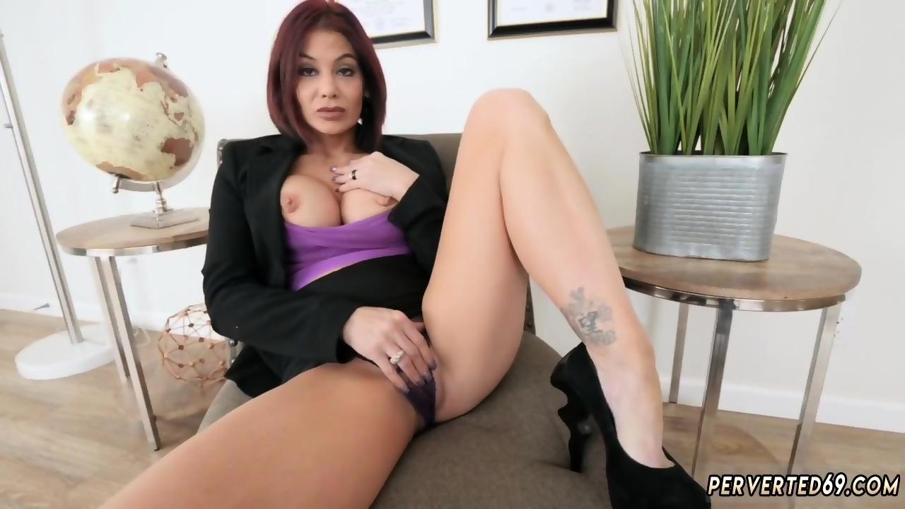 Ebony lesbisk ansigt siddende