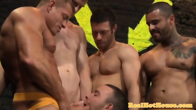 Gaysex hunk in sexy blowbang session