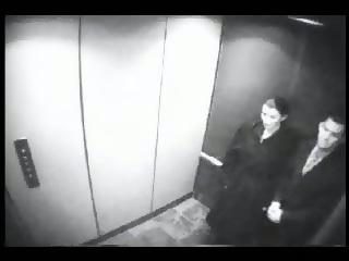 Secretary gives blowjob