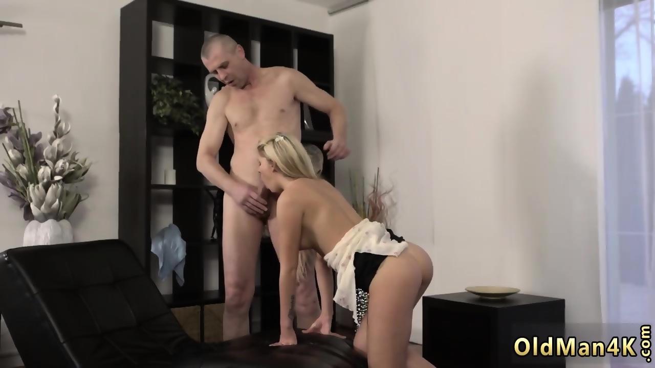 Webcam Strip Blonde Babe
