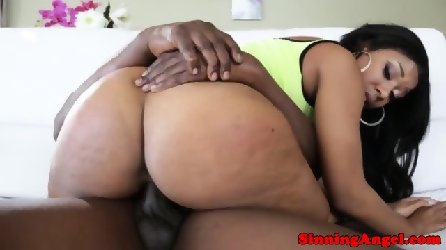 big booty dildo masturbation on webcam