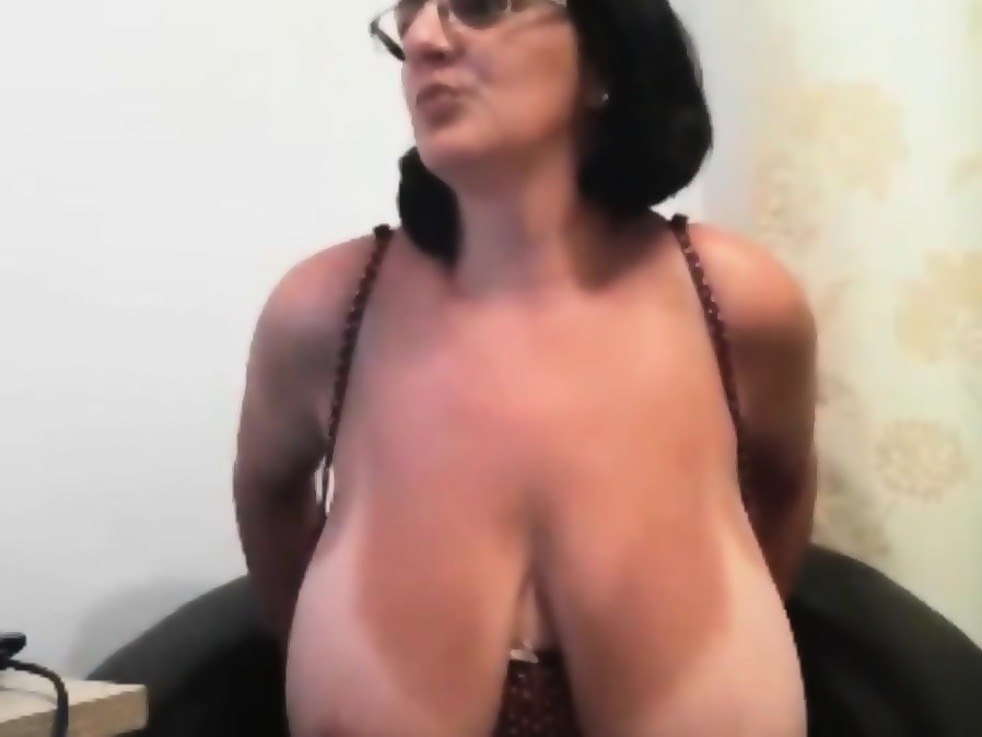 Milf huge natural tits