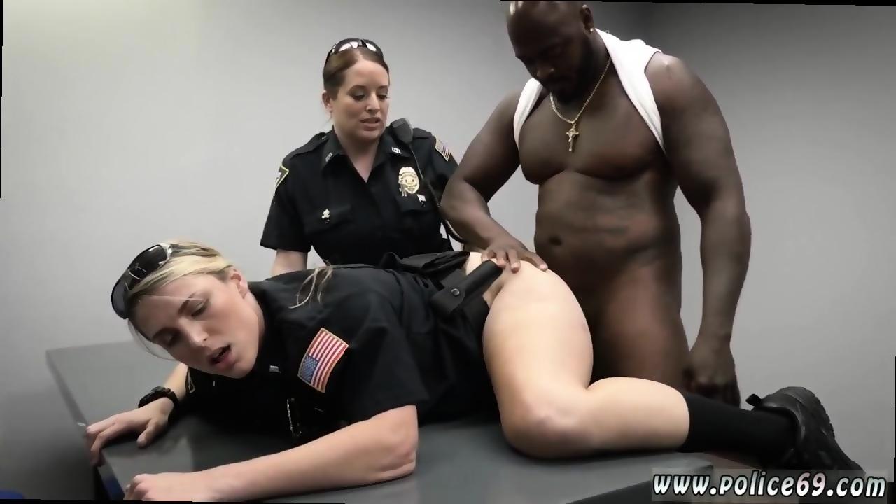 Толстая полицейская ебется