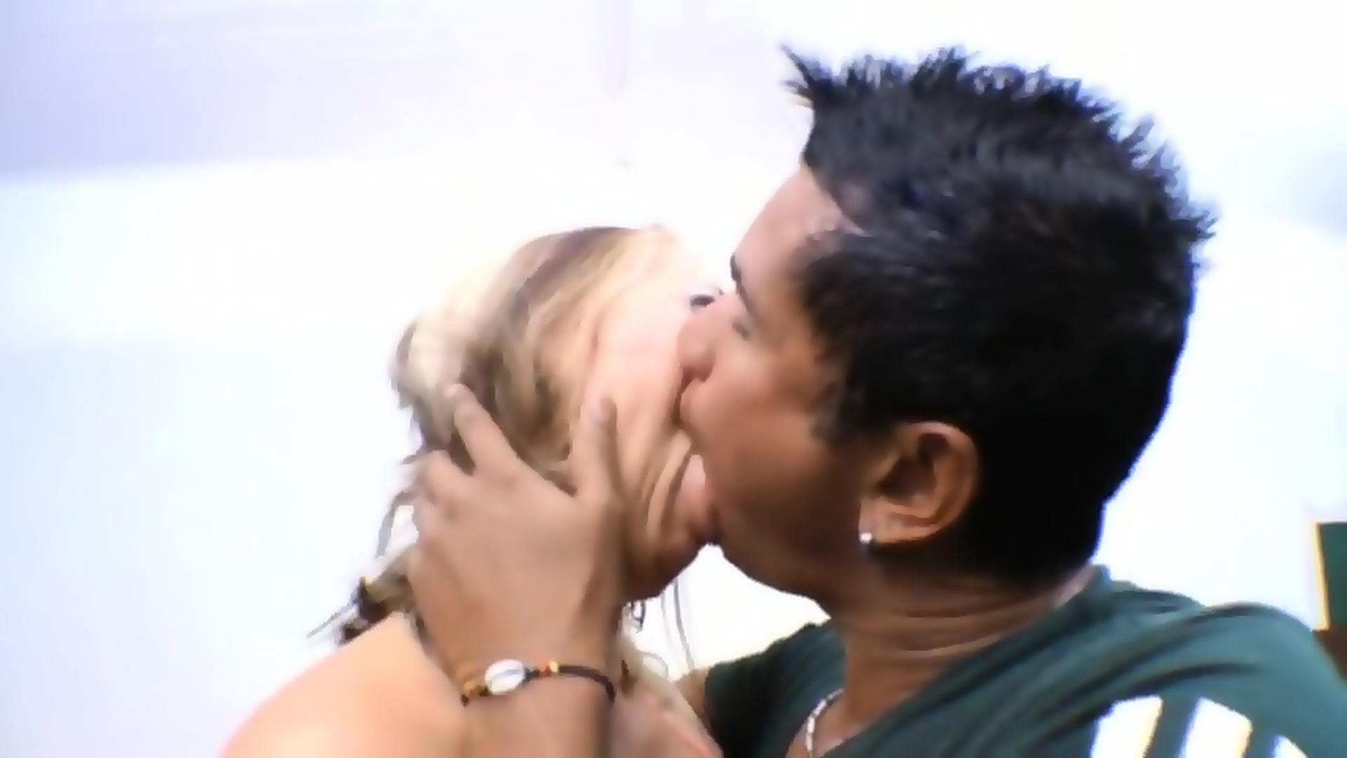 3 Lesbians Sloppy Kissing
