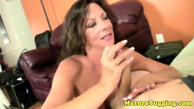 Tattooed babe pussyfucked during massage 6
