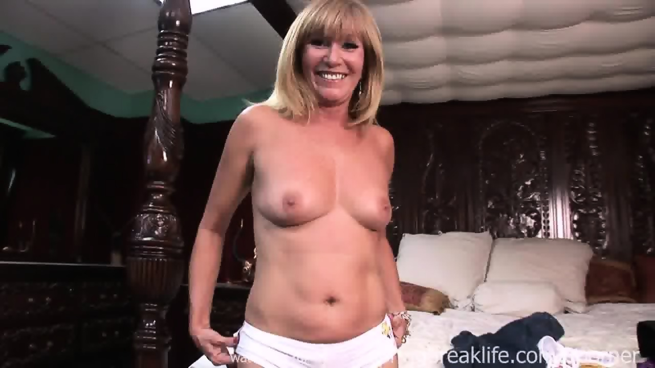 Busty nylons spreading