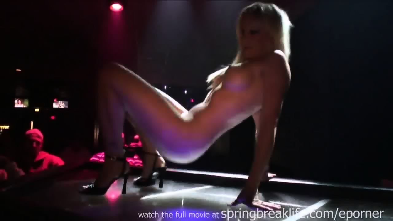 blondine strippt