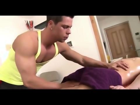 Muscular gay masseuse sucks straight cock