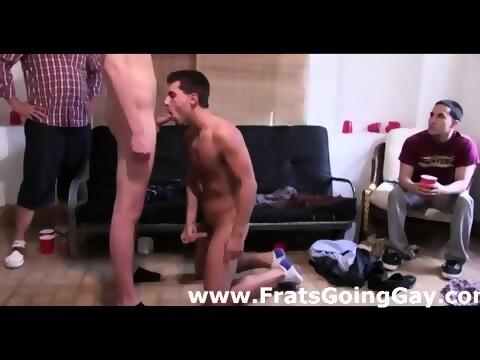 Horny straight guy gets gay bj