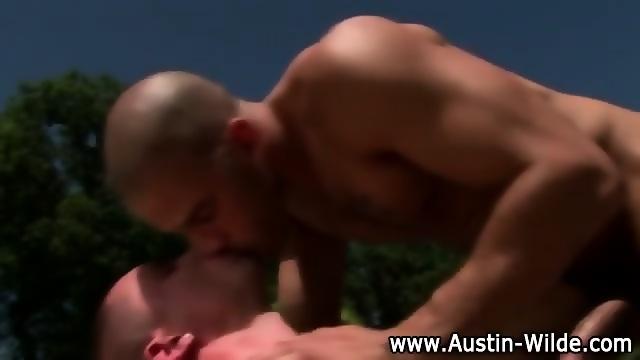 Muscley Hunk Austin Wilde Loves Fucking