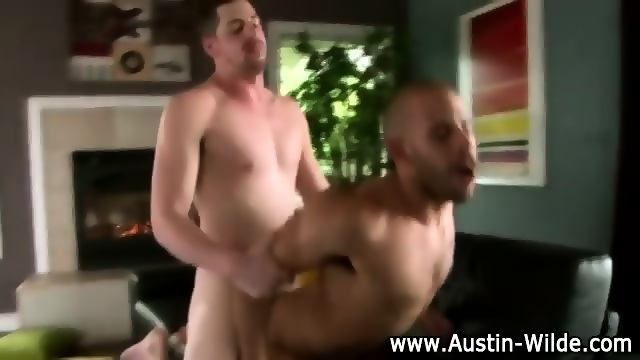 Muscley Pornstar Austin Wilde Jerks Off Hard