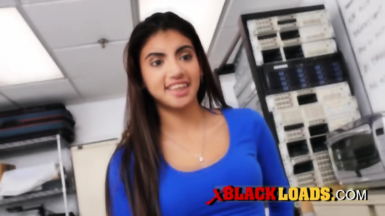 Deep throat by this horny and stunning latina teen. - EPORNER