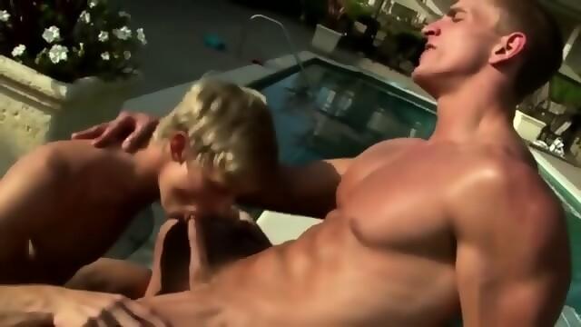 Straight Pornstar Enjoys Sucking Dicks