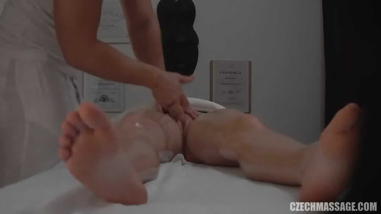 This masseur has his own massage techniques