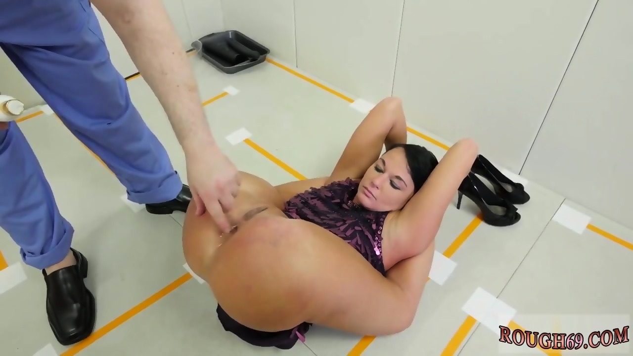 Sexy girl in glasses with nice ass gets fucked doggy