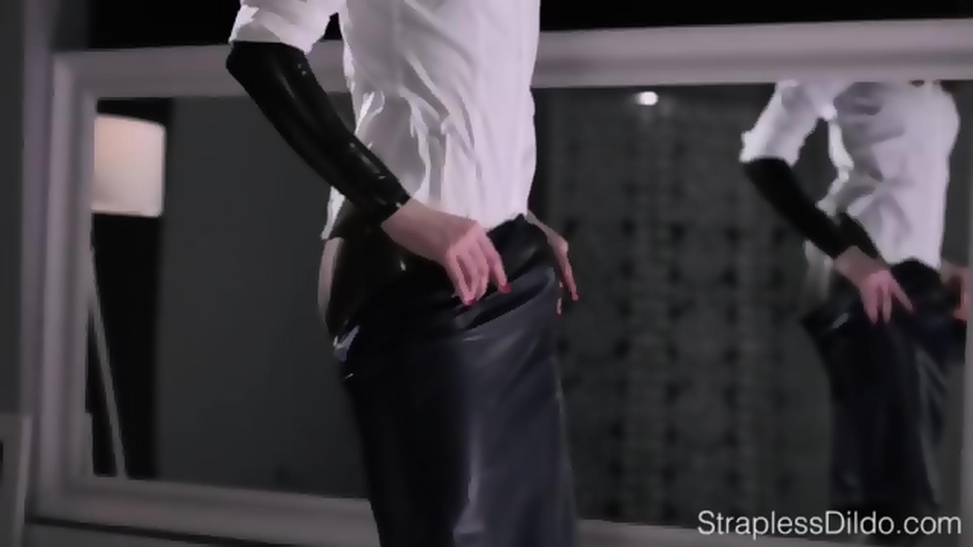 Maria Pie Latex Strapon Cums