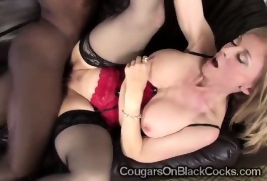 Gorgeous blondie makes old teacher focus on her 4
