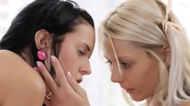 Lesbian milf teen pussy porn