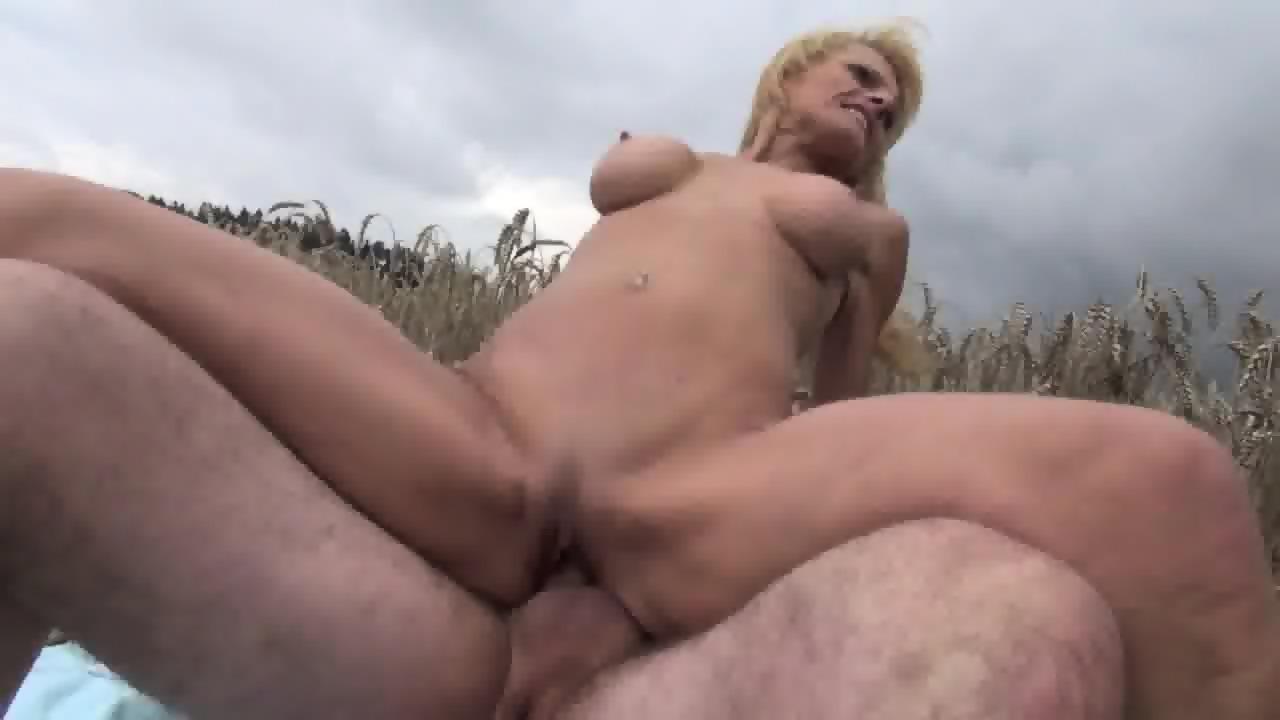 Mature grumpy bitch gets fucked outdoor