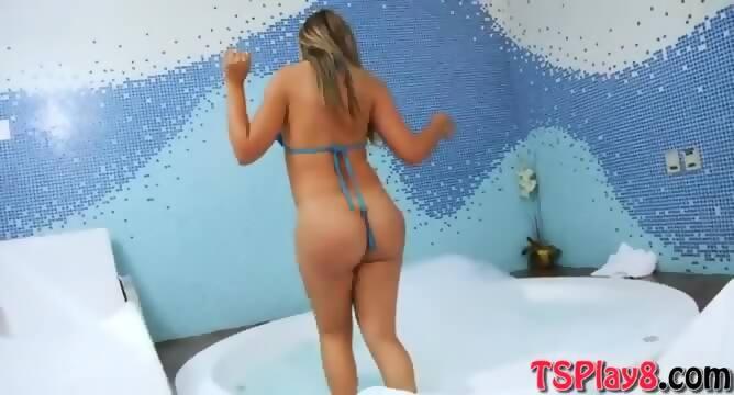 Blonde big butt wanking