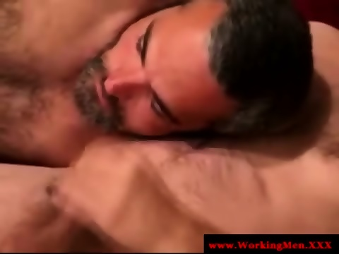 Gaysex bluecollar bear wanks his cock