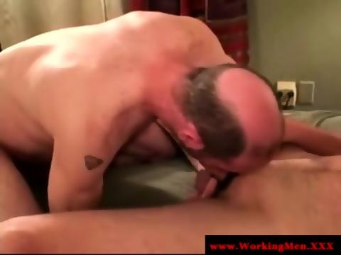 Mature redneck bears try sucking cock