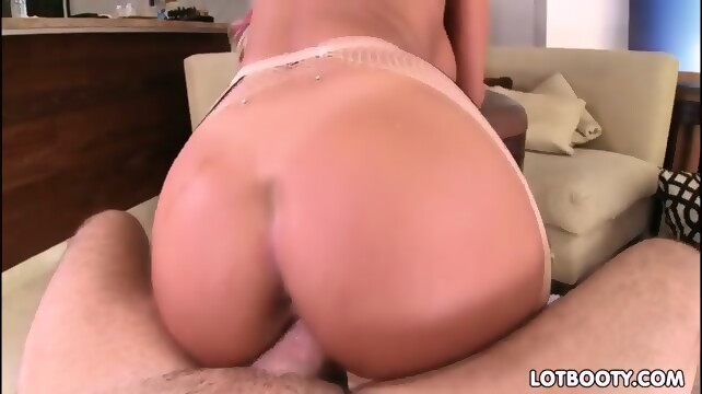 Large bubble booty needs to be pounded