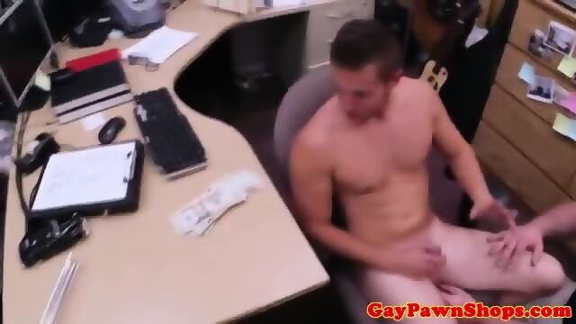 Straight pawnshop amateur gets his cocksucked
