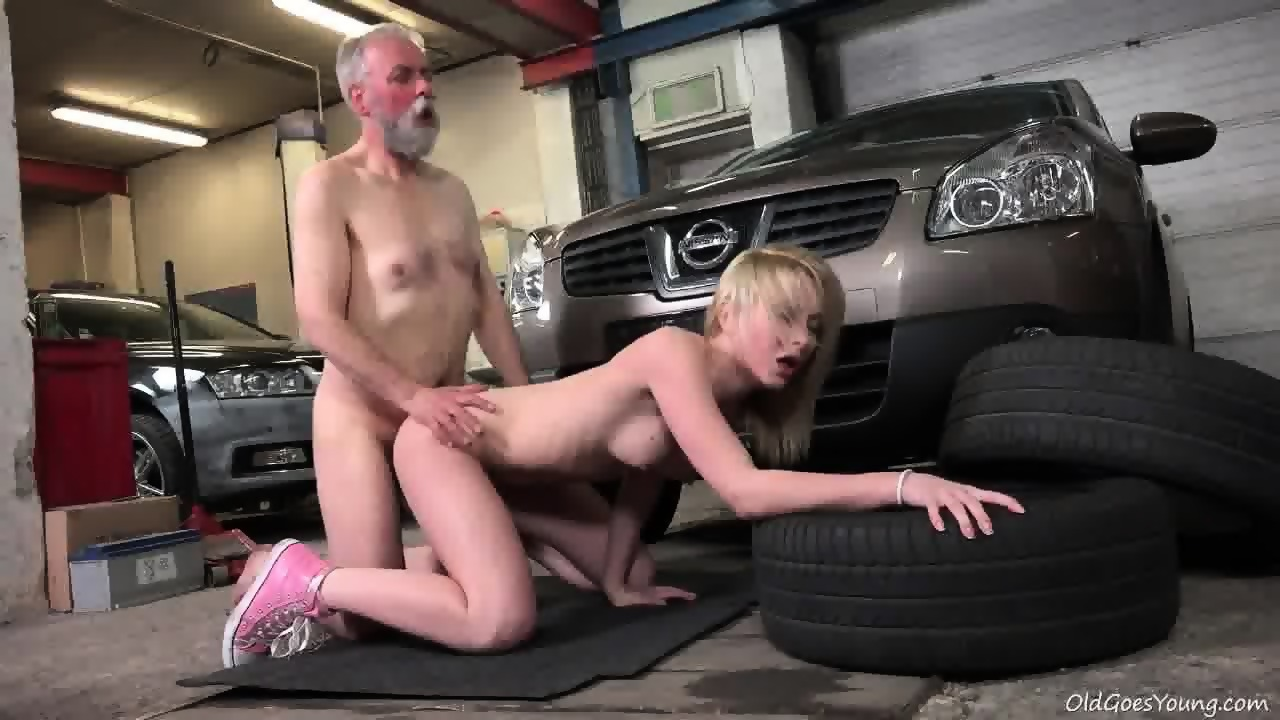 Garage threesome in the