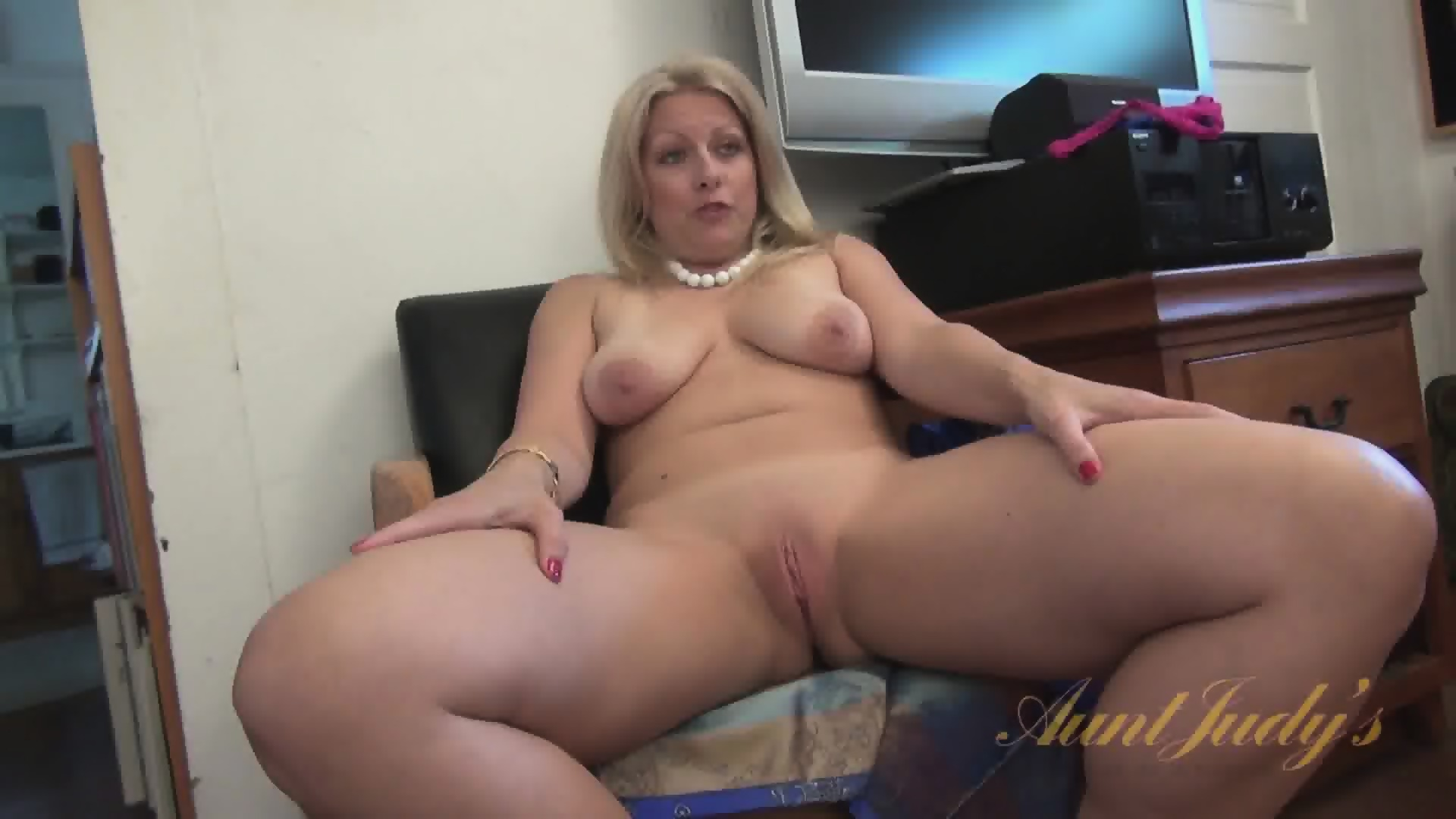 Juicy mommy 11 - 2 part 1