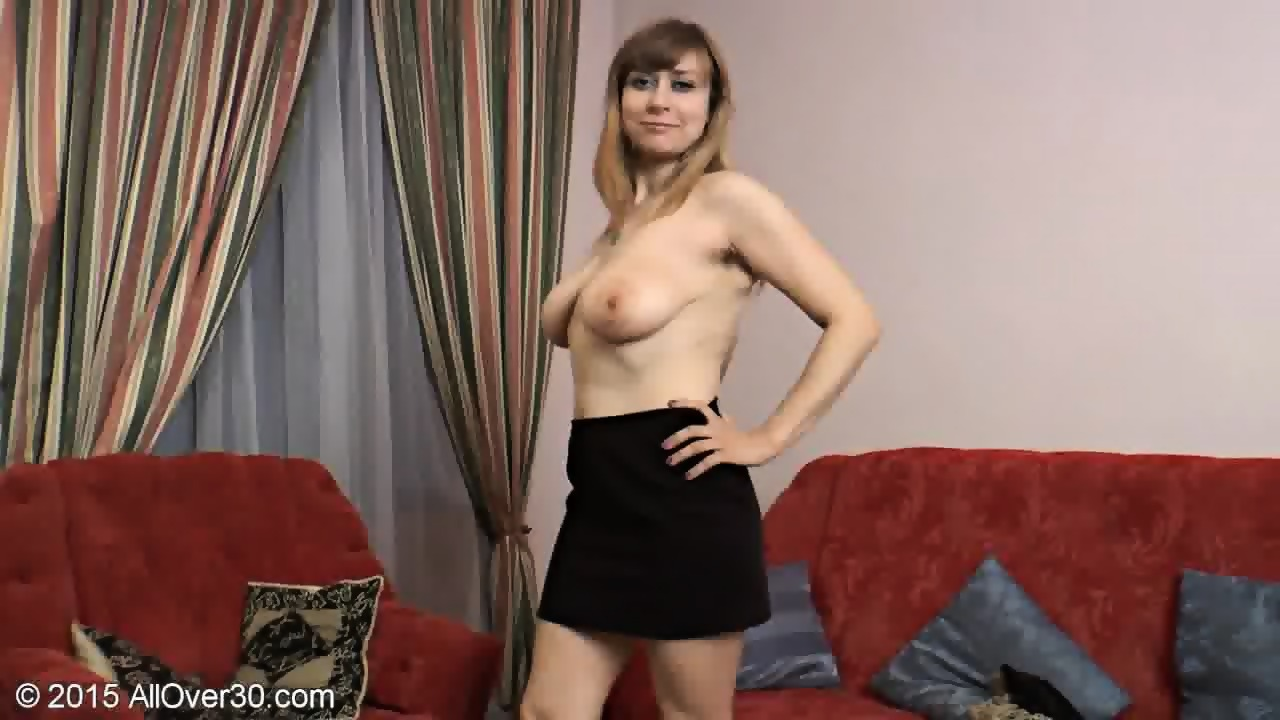 mature lady shows her hairy cunt - eporner