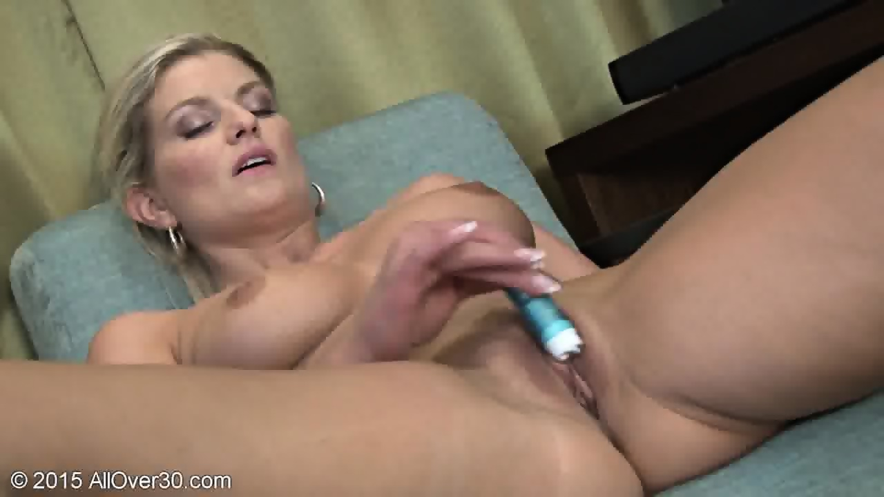 mom plays with pussy